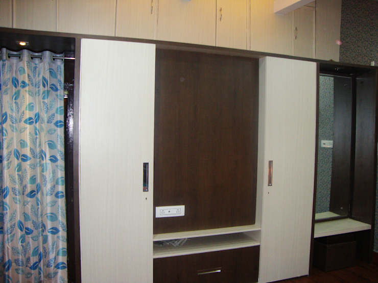 wardrobe with LED unit & Dressing Table: classic  by Designers Height,Classic Plywood