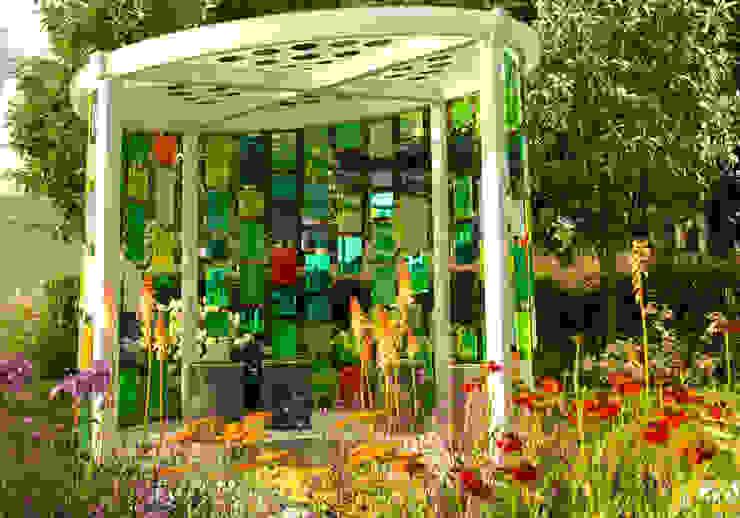 RHS Flower Show Tatton Park 2015 - Reflecting Photonics Modern style gardens by Elks-Smith Landscape and Garden Design Modern
