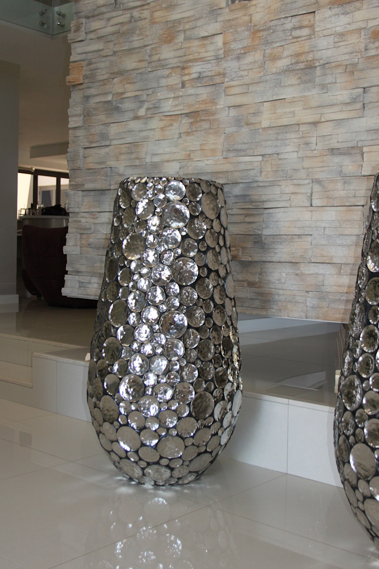 Feature pots: modern  by Inside Out Interiors, Modern