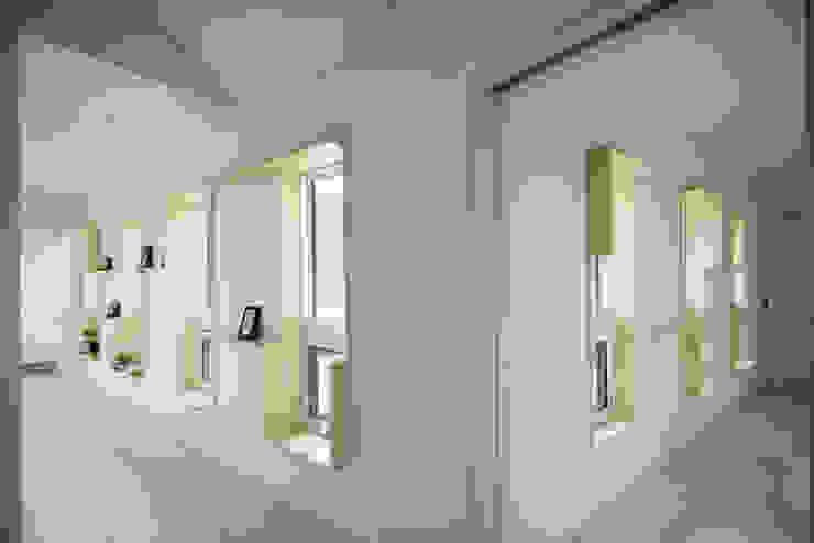 Corridor, hallway by homify, Modern