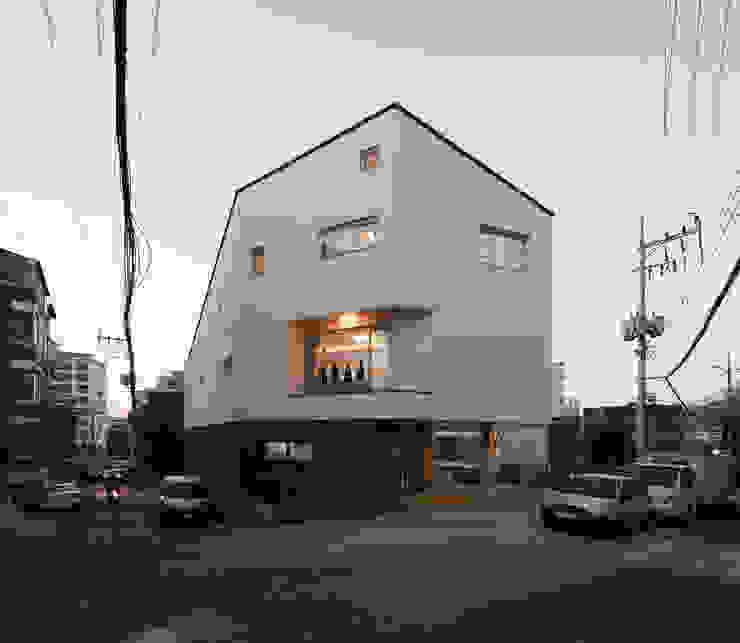 상도동 반달집 모던스타일 주택 by 리슈건축 모던