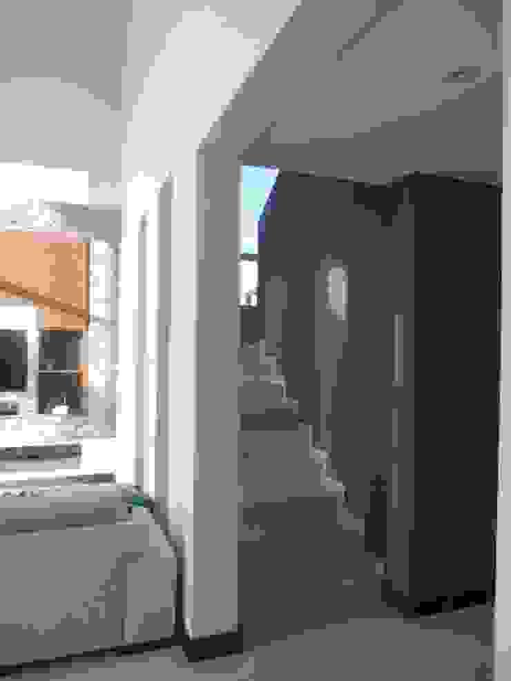 Moderner Flur, Diele & Treppenhaus von MABEL ABASOLO ARQUITECTURA Modern