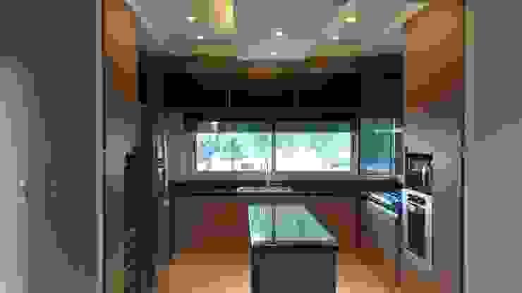Moderne Küchen von MABEL ABASOLO ARQUITECTURA Modern