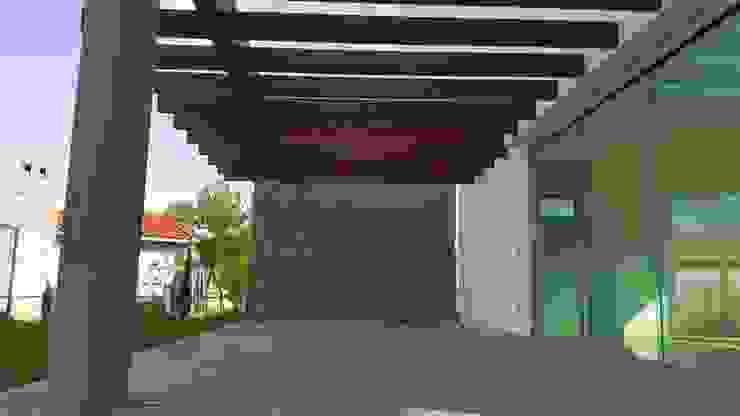 CASA PZ ARQUIMIA ARQUITECTOS Balcones y terrazas modernos de Arquimia Arquitectos Moderno Madera Acabado en madera