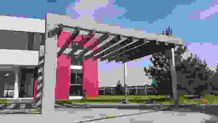 CASA PZ ARQUIMIA ARQUITECTOS Balcones y terrazas modernos de Arquimia Arquitectos Moderno Madera maciza Multicolor