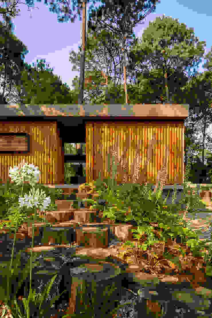 Facahda de acceso - Casa 5 Casas escandinavas de Weber Arquitectos Escandinavo