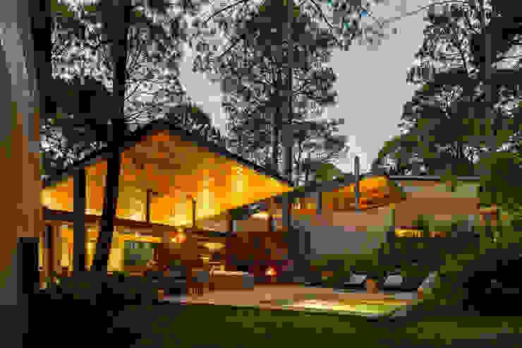 Fachada jardín - Casas 2 y 3 Casas escandinavas de Weber Arquitectos Escandinavo
