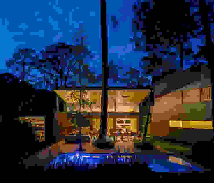 Fachada jardín - Casa 5 Casas escandinavas de Weber Arquitectos Escandinavo