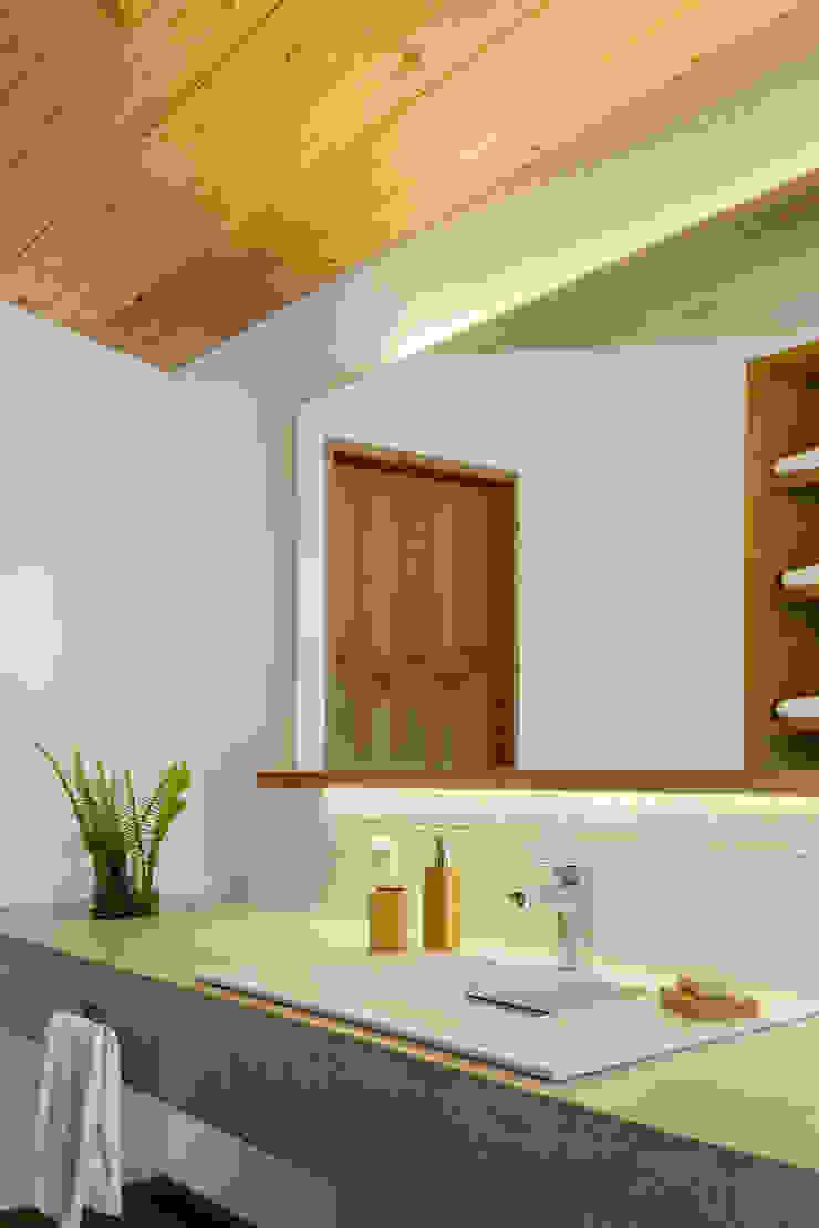 Detalle baño principal - Casa tipo Baños escandinavos de Weber Arquitectos Escandinavo