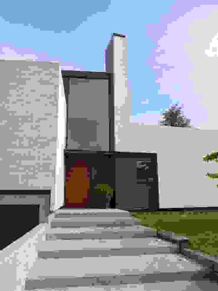 ENTRADA PRINCIPAL A VIVIENDA UNIFAMILIAR Casas de estilo escandinavo de asieracuriola arquitectos en San Sebastian Escandinavo Concreto
