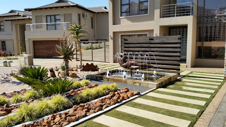 Project Completed by Liquid Landscapes:  Front yard by Liquid Landscapes, Modern