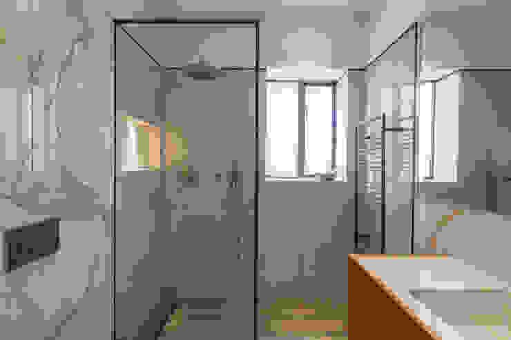 Guest Bathroom - Belsize Park Roselind Wilson Design Modern bathroom