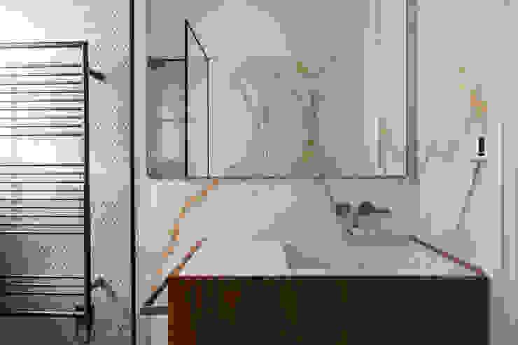 Guest Bathroom - Belsize Park Roselind Wilson Design Baños de estilo moderno