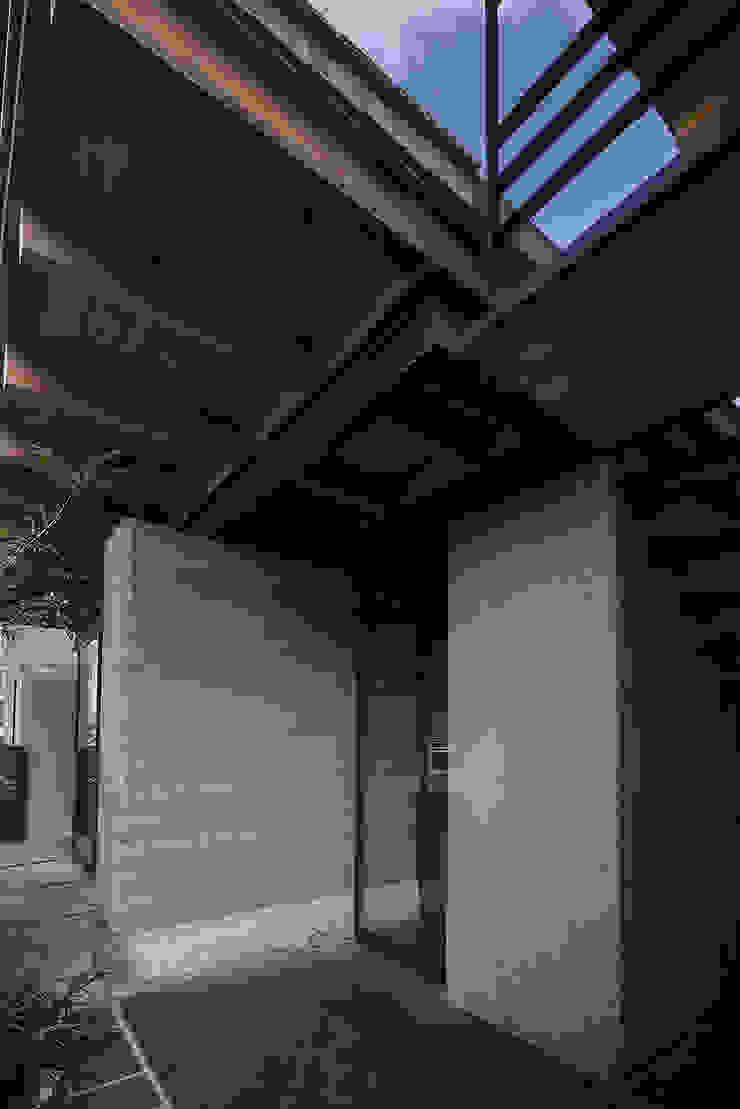 NIDO DE TIERRA Casas rústicas de MORO TALLER DE ARQUITECTURA Rústico Madera Acabado en madera