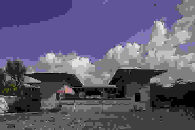 NIDO DE TIERRA Casas rústicas de MORO TALLER DE ARQUITECTURA Rústico Vidrio