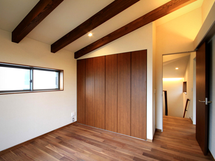 Спальня в стиле модерн от homify Модерн Дерево Эффект древесины