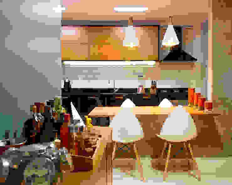 Sala da pranzo in stile industriale di 285 arquitetura e urbanismo Industrial
