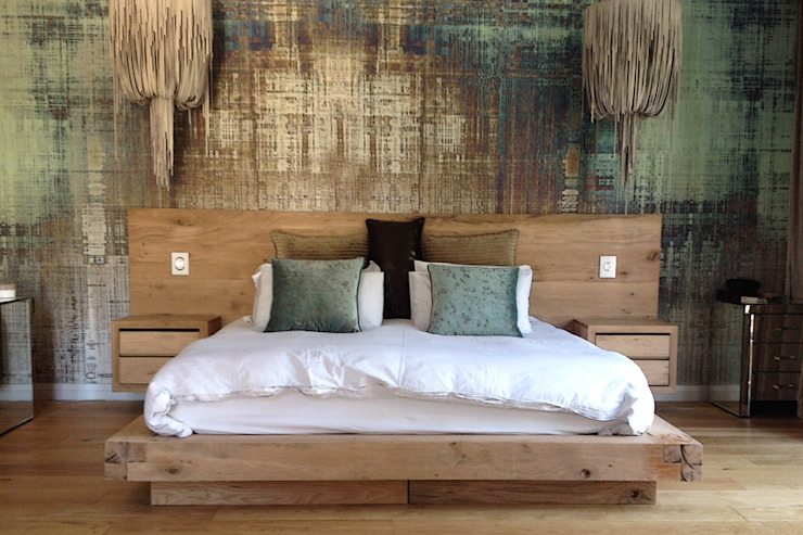 Rustic Oak Floating Bed homify BedroomBeds & headboards