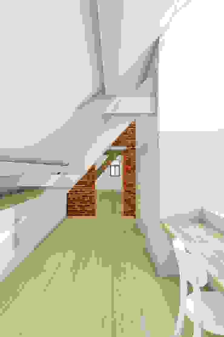 industrial style corridor, hallway & stairs by De Nieuwe Context Industrial
