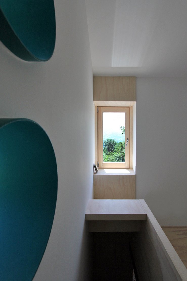Eclectic style corridor, hallway & stairs by sandra marchesi architetto Eclectic Wood Wood effect