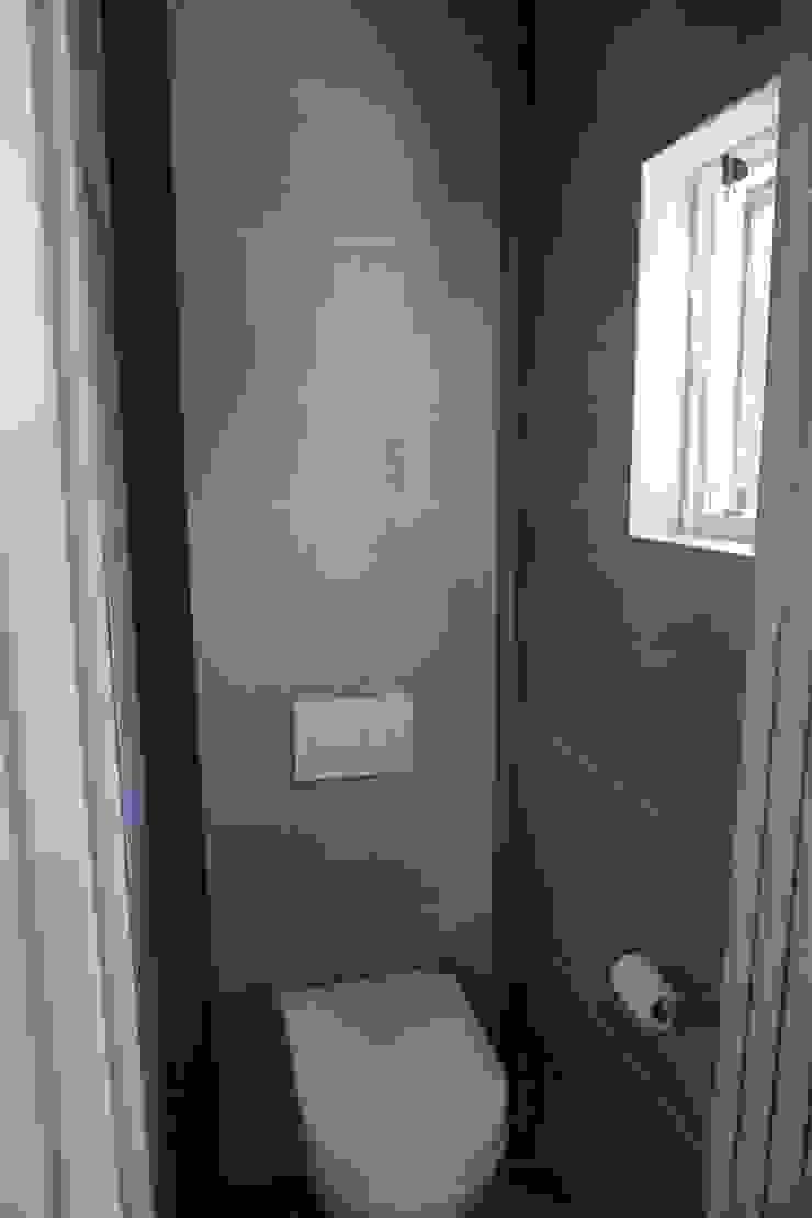 Toiletruimte: modern  door Charme Deco, Modern