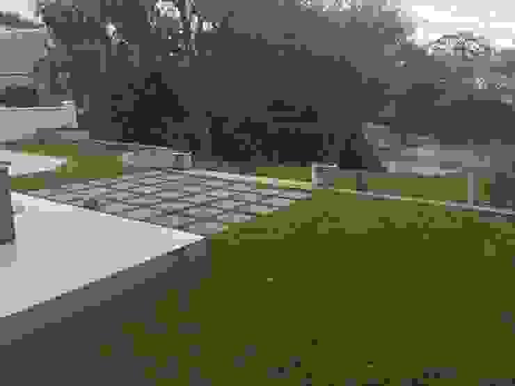 pavers Minimalist style garden by Helen Sparg Landscape Designer Minimalist