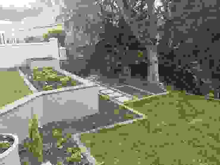 Garden Beds Minimalist style garden by Helen Sparg Landscape Designer Minimalist