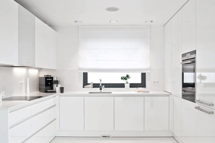Minimalist kitchen by PULVA Minimalist