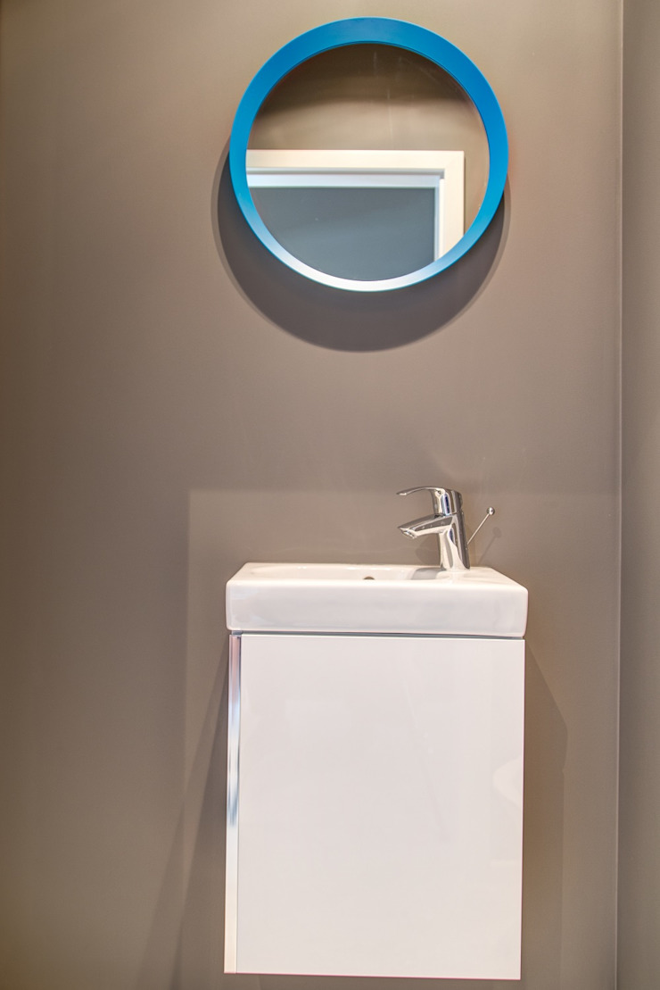 Perfect Space Minimalist style bathroom