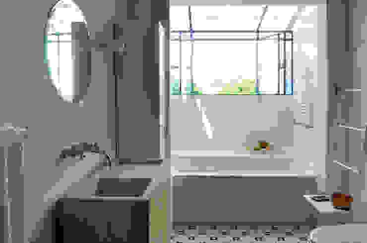 Sala de Baño Modern style bathrooms by Paula Herrero | Arquitectura Modern