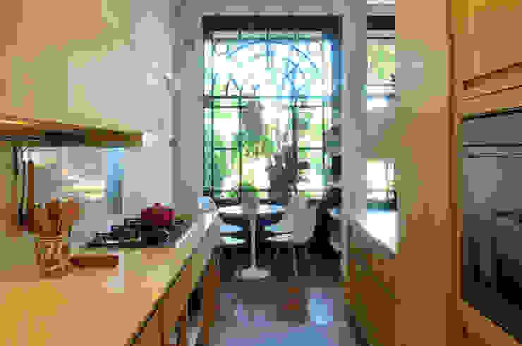 Cocinas de estilo moderno de Paula Herrero | Arquitectura Moderno Contrachapado