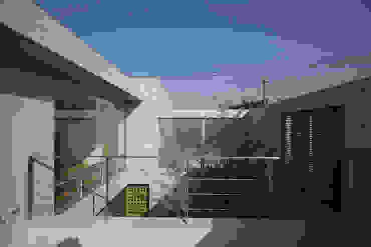 Balcones y terrazas modernos: Ideas, imágenes y decoración de Atelier Square Moderno Hormigón