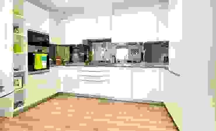 U-Shape Cream Ivory colours gloss Kitchen design Modern commercial spaces by Schmidt Kitchens Barnet Modern Quartz
