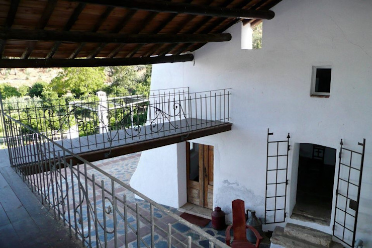 pedro quintela studio Pasillos, vestíbulos y escaleras de estilo rústico