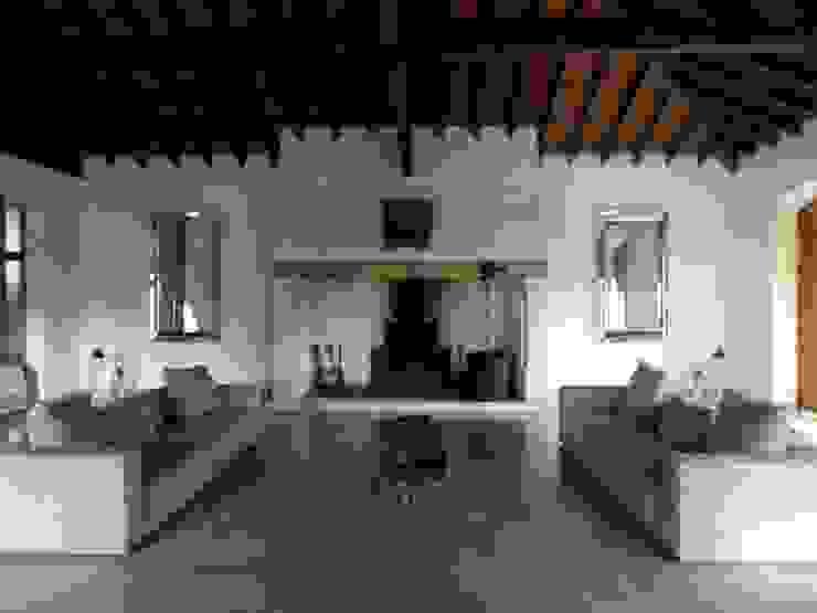 pedro quintela studio Rustic style living room