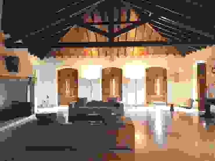 HERDADE VALMONTE HOTEL: Salas de estar  por pedro quintela studio,Rústico