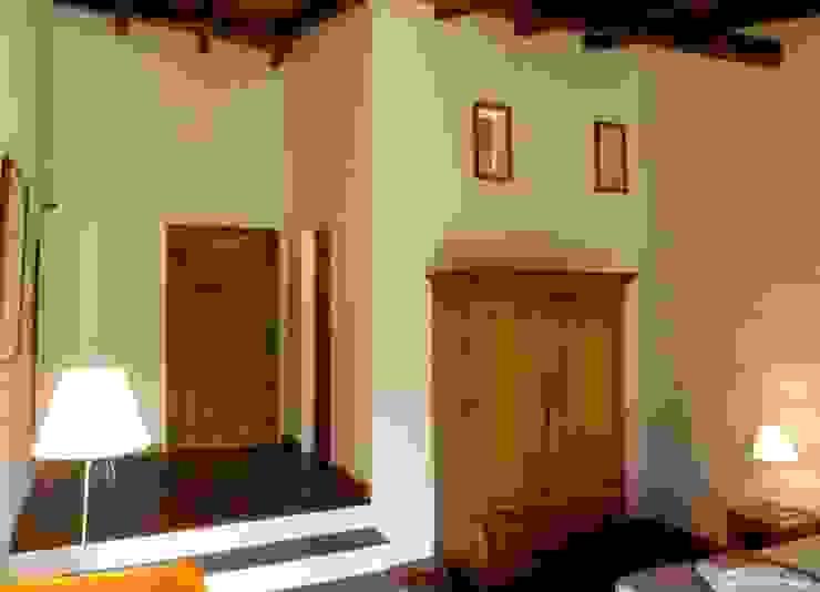 pedro quintela studio Rustic style bedroom