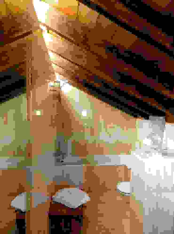 pedro quintela studio Rustic style bathroom