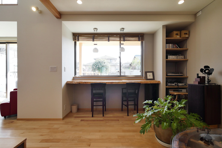 Eclectic style living room by 池田デザイン室(一級建築士事務所) Eclectic Wood Wood effect