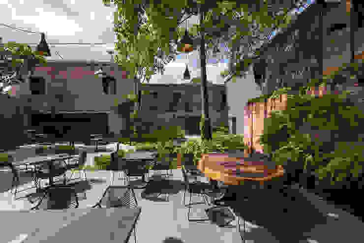 El Presidio Casa Bon Balcones y terrazas modernos de Germán Velasco Arquitectos Moderno