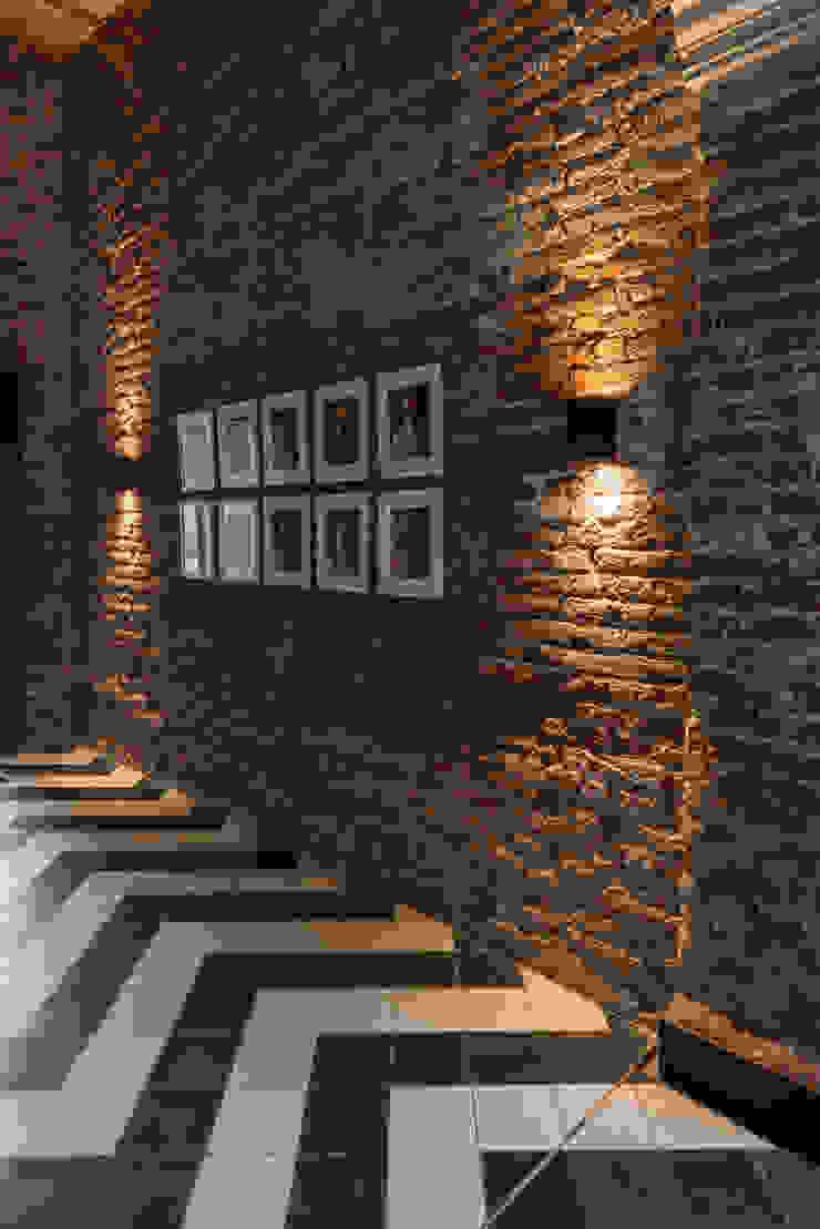 El Presidio Casa Bon Pasillos, vestíbulos y escaleras modernos de Germán Velasco Arquitectos Moderno