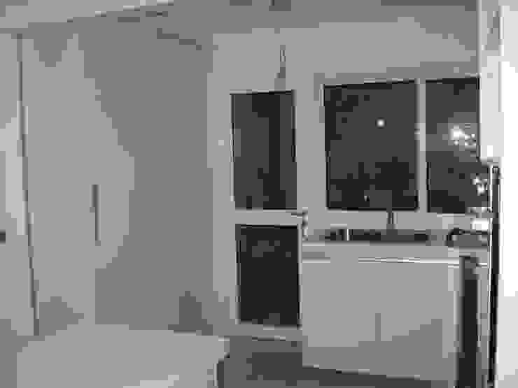 Moderne Küchen von laura zilinski arquitecta Modern