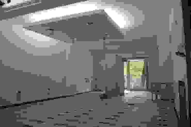 modern  von laura zilinski arquitecta, Modern