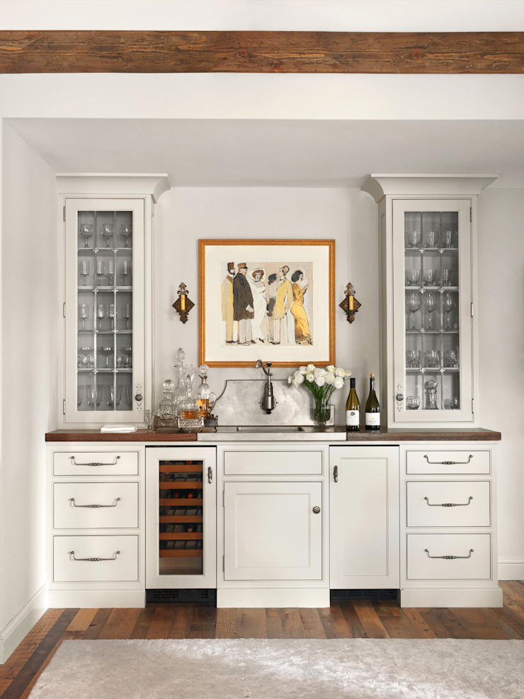 High Rise Renaissance Classic style dining room by BROOKSBERRY & ASSOCIATES KITCHENS AND BATHS Classic