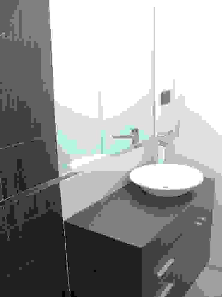 BAÑO MIRAFLORES Baños de estilo minimalista de 3 DECO Minimalista Compuestos de madera y plástico