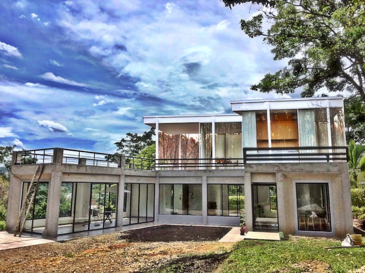 Casa La Vega Casas modernas de Vertice Oficina de Arquitectura Moderno Metal