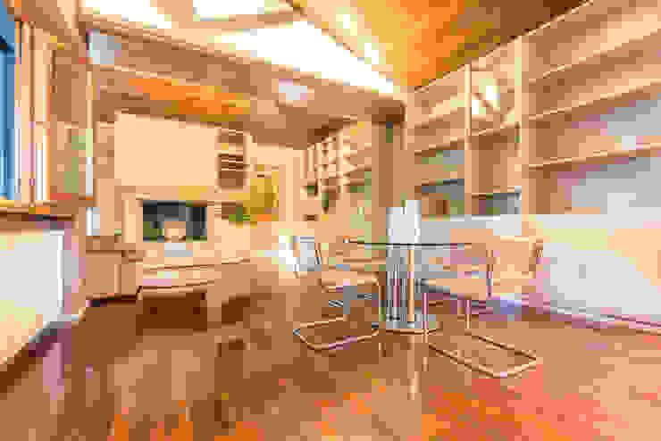 HOME STAGING Sala da pranzo moderna di Mirna Casadei Home Staging Moderno