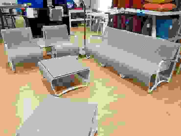 JET STREAM 3 PLAZAS Hospitales de estilo minimalista de SINDO OUTDOOR Minimalista Aluminio/Cinc