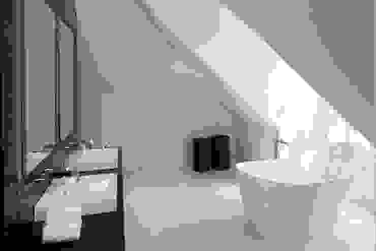 Baños de estilo  por niche pr, Clásico Cobre/Bronce/Latón