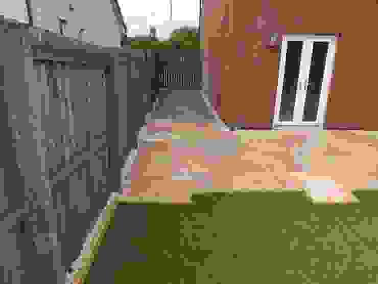 Garden by Bradshaw contracts ltd, Modern